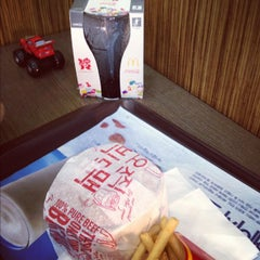 Photo taken at 맥도날드 (McDonald's) by moviehill on 5/28/2012