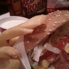 Photo taken at Red Robin Gourmet Burgers by Dj-i am on 6/2/2012