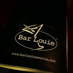 Photo taken at Bar Louie Denver by Qnowledge D. on 4/4/2012
