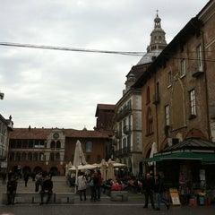 Photo taken at Piazza della Vittoria by Rohun G. on 4/16/2012