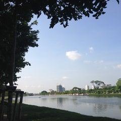 Photo taken at สวนนวมินทร์ภิรมย์ (บึงลำพังพวย) Nawaminphirom Park (Bueng Lam Phang Phuai) by atsa s. on 5/21/2012