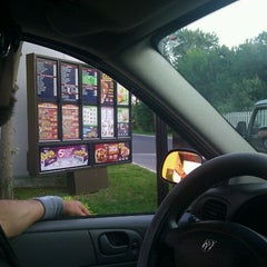 Photo taken at Taco Bell by Monique J. on 8/20/2011