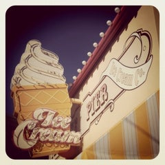 Photo taken at Paradise Pier Ice Cream Co. by Cakes on 12/29/2010