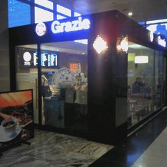 Photo taken at 그라찌에 (Grazie) by Eungbong K. on 1/6/2012