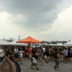 Photo taken at Brooklyn Flea - Williamsburg by Taro T. on 8/25/2012