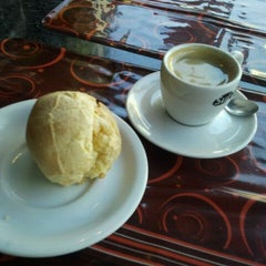 Photo taken at Listo by Gabriel B. on 1/20/2012