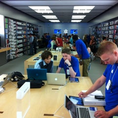 Photo taken at Apple Store, Coconut Point by Lauren L. on 3/21/2012