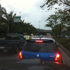 Photo taken at แยกวัดพระรามเก้า (Wat Rama IX Intersection) by Mam on 4/4/2012