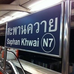 Photo taken at BTS สะพานควาย (Saphan Khwai) N7 by Chompu P. on 10/8/2011