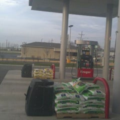Photo taken at Kroger by Gisselle M. on 11/25/2011