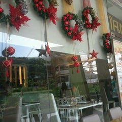 Photo taken at Siam Thai Cuisine by John Rex on 12/1/2011