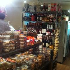 Photo taken at Koisas de Minas Delicatessen by Valeria C. on 7/26/2012