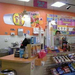 Photo taken at Smoothie King by Astrid V. on 4/22/2012