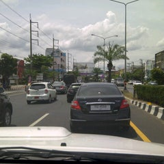 Photo taken at สะพานลอย The Mall by meawmeaw on 7/29/2012