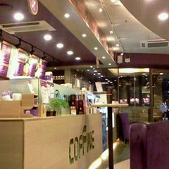 Photo taken at COFFINE GURUNARU by Lim S. on 7/26/2012