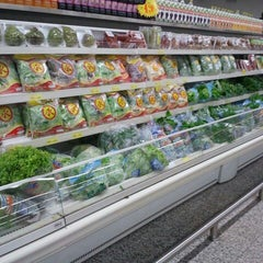 Photo taken at Super Líder Supermercados by Bruna R. on 5/4/2012