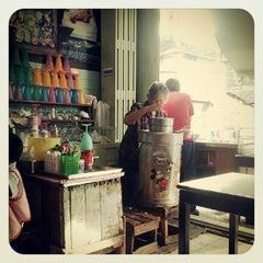 Photo taken at ไอติมยิว ถนนนางงาม by Phoommeth N. on 5/24/2012