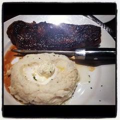 Photo taken at LongHorn Steakhouse by Linda L. on 8/22/2012