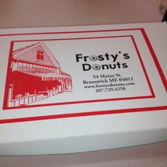 Photo taken at Frosty's Donuts & Coffee Shop by 🌴 on 4/14/2012