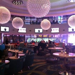 Photo taken at Atrium Lounge - Marriott Marquis by Tony S. on 2/13/2012