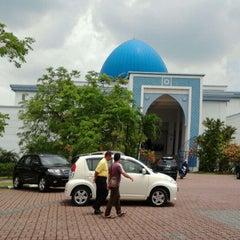 Photo taken at Masjid UNITEN by Pa R. on 4/27/2012