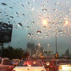 Photo taken at ทางพิเศษศรีรัช ส่วน A (Si Rat Expressway Sector A) by Srirat on 9/22/2011
