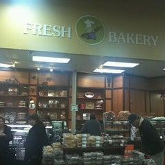 Photo taken at Dearborn Fresh Market - اسواق المدينة by Fawzan A. on 1/28/2012