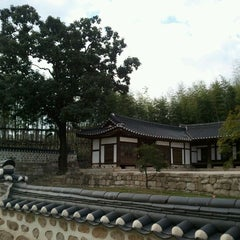 Photo taken at 북서울꿈의숲 이야기정원  / History Garden by jongsu S. on 9/21/2011