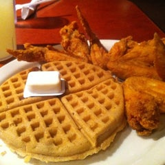Photo taken at Gladys Knight's Signature Chicken & Waffles by TJ on 9/1/2012