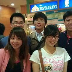 Photo taken at 黃金保齡球館 by 哲豪 李. on 3/7/2012