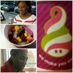 Photo taken at Menchie's Frozen Yogurt by Tevin J. on 4/7/2012