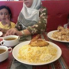 Photo taken at Restoran Qasar Hadramawt by Fazrul S. on 2/9/2012