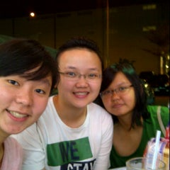 Photo taken at Restaurant Kiong Kee by Ivon T. on 4/7/2012