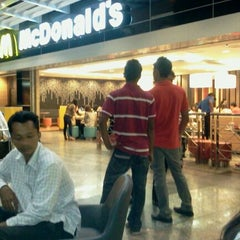 Photo taken at McDonald's & McCafe by Seluarku K. on 11/28/2011
