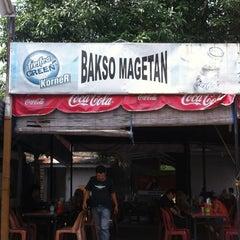 Photo taken at Bakso Magetan by Khing L. on 6/16/2012