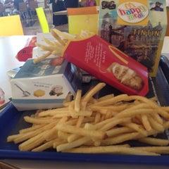 Photo taken at McDonald's by Oscar اًوسكار H. on 7/5/2012
