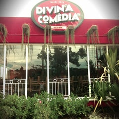 Photo taken at Divina Comédia Pizza Bar by Gustavo R. on 1/3/2012