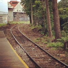Photo taken at Andén Tren Urbano (Universidad Latina) by Karen J. on 8/28/2012