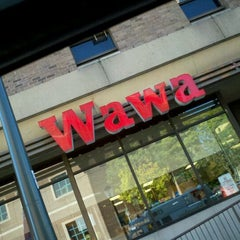 Photo taken at Wawa Food Market #179 by Vee G. on 10/5/2011