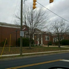 Photo taken at Maury Elementary School by Mark D. H. on 11/28/2011