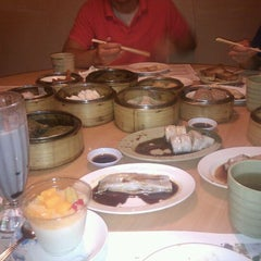 Photo taken at Sunway Restaurant by Becky H. on 9/13/2011