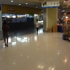 Photo taken at Big C (บิ๊กซี) by Jirat on 8/16/2012