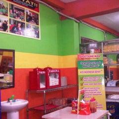 Photo taken at Bakso Kepala Sapi by Marlisa K. on 3/21/2011