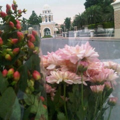 Photo taken at ร้านดอกไม้ Crystal Park by Phuwadit j. on 10/5/2011