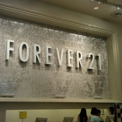 Photo taken at Forever 21 by 🎀Cheryl🎀 on 9/17/2011