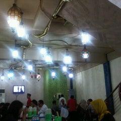 Photo taken at Rumah Makan Aceh Meutia by Eva Lativa Pandojo on 3/8/2012