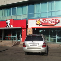 Photo taken at Hardee's by Alex T. on 9/4/2012