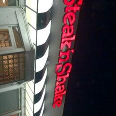 Photo taken at Steak 'n Shake by Destiny Y. on 3/31/2012