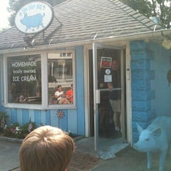 Photo taken at The Blue Pig by Minh N. on 5/27/2012