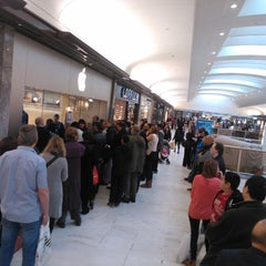 Photo taken at Apple Store, Brent Cross by Salim F. on 3/11/2012